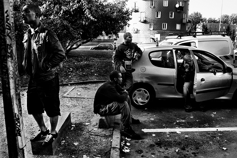 A group of friends spend their time in the streets of Bobigny, a neighborhood in the 93 area. Paris, France. October 2007.