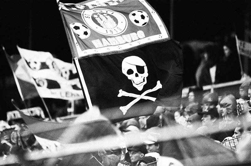 990 skull flag at Millerntor. Image courtesy of FC St. Pauli Museum, 1910 E.V.